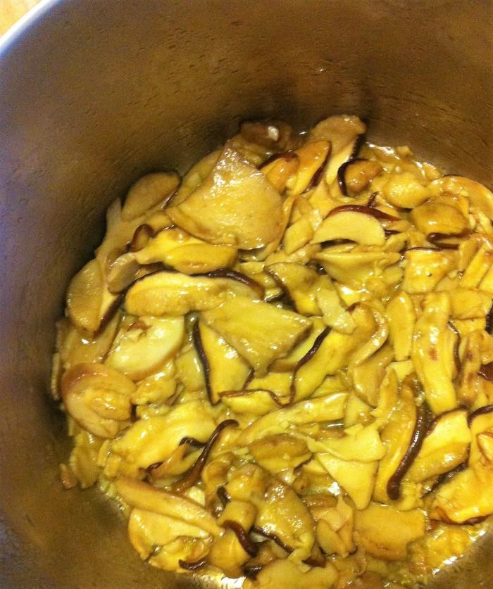 aromatic! garlic butter sauteed boletes
